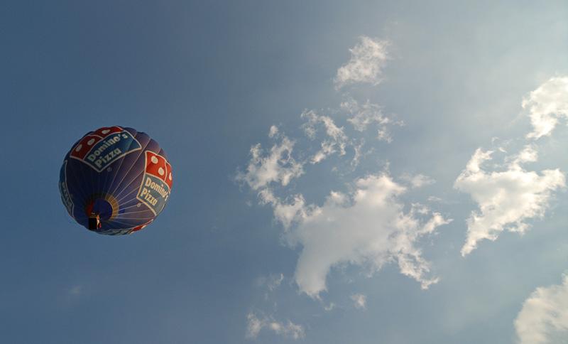 Heissluftballon am Abendhimmel