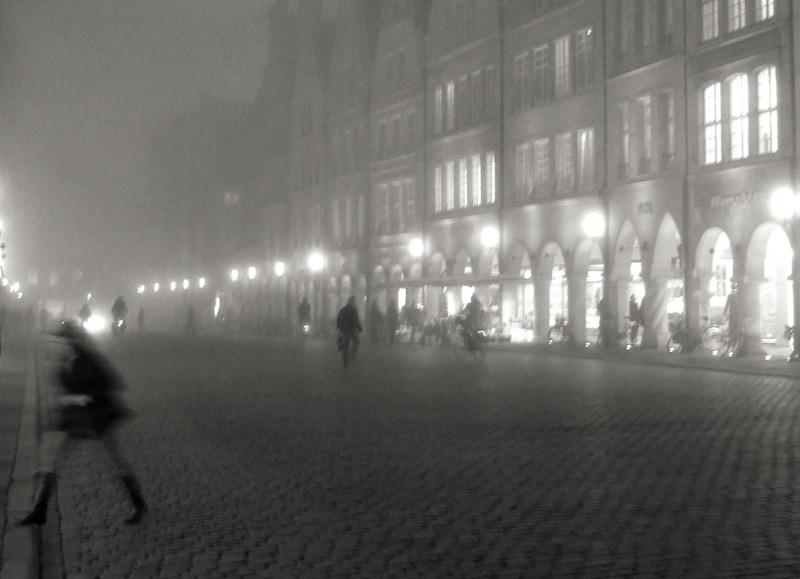 Prinzipalmarkt in Münster, abends im Nebel