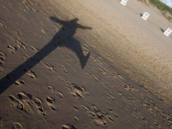 Jump, (Am Strand von Westerland), über den eigenen Schatten springen