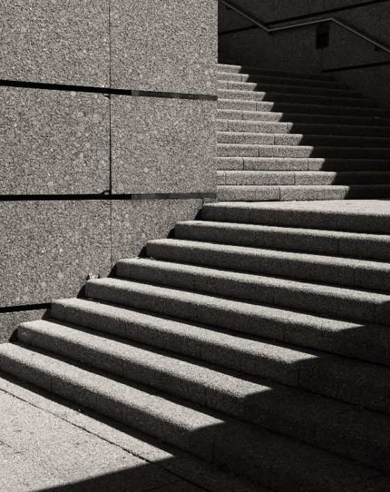 Treppenstufen mit Schatten, Stairs