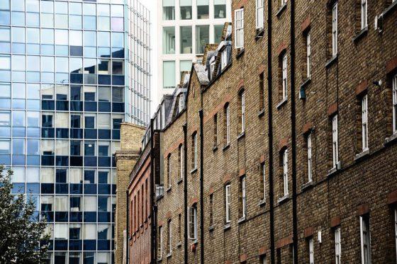London, Gegensätze in der Architektur