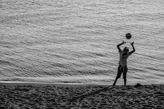Spielen am Strand, Kind
