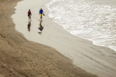 Spiegelung am Strand