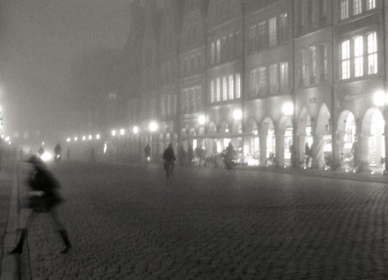 Prinzipalmarkt in Münster abends im Nebel