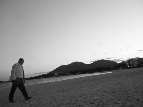 Der Spaziergänger (Strand Alcudia)