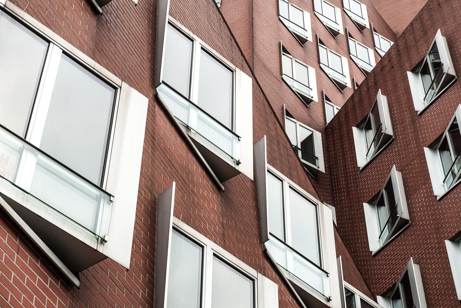 Fassade der Gehry Bauten in Düsseldorf