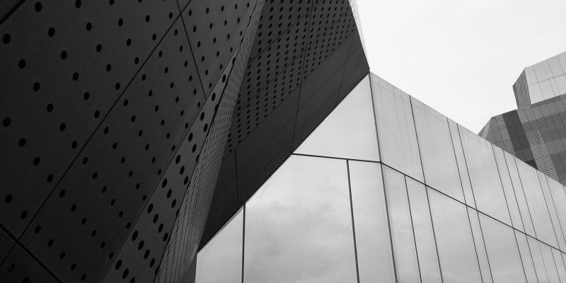 Glas und Metall, Fassade